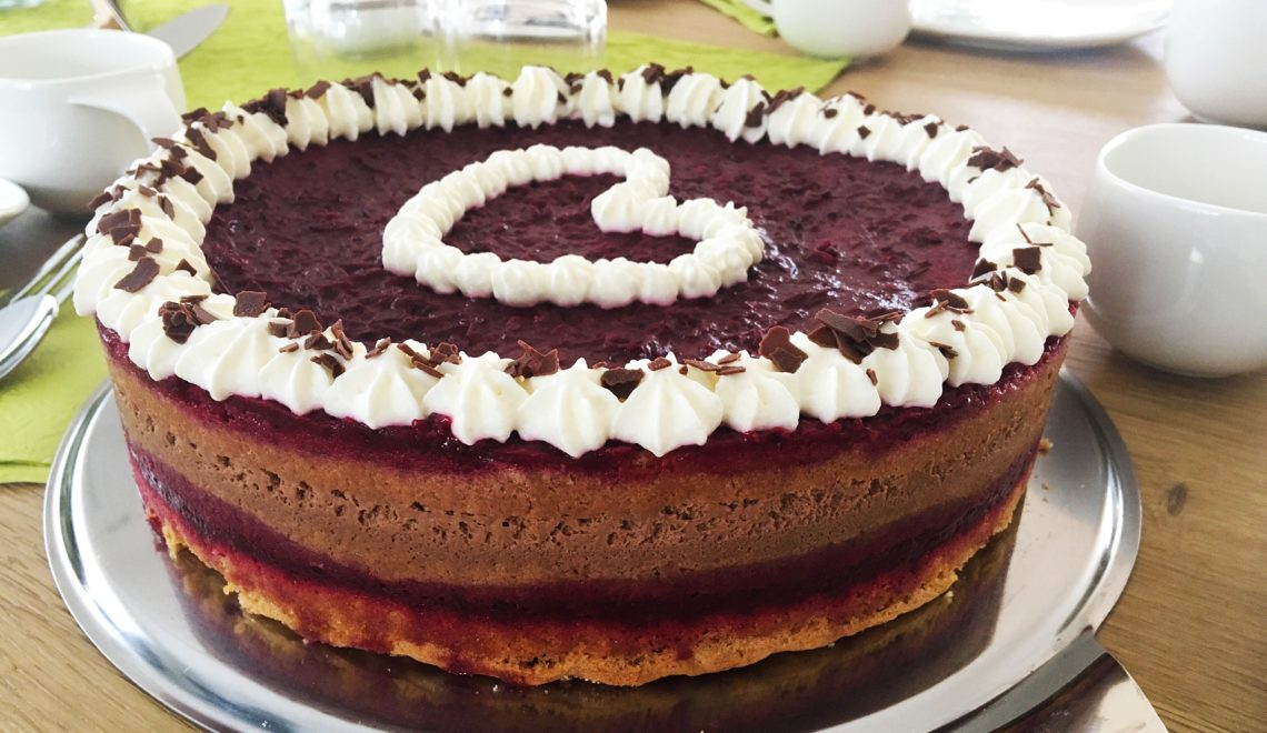 Foto 20.01.18 12 52 57 1140x660 - Einfach köstliche Beeren-Schoko-Torte
