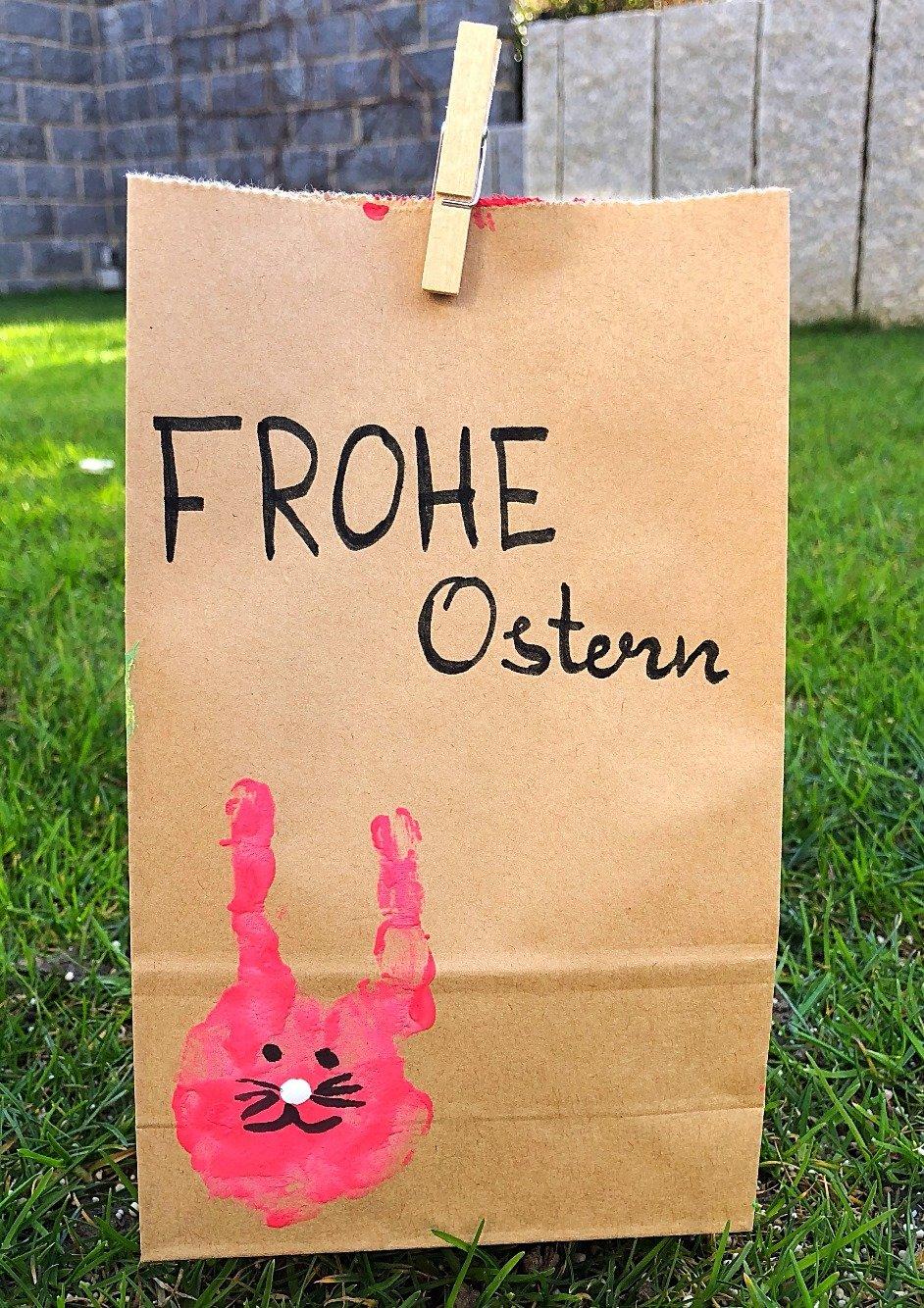 Foto 30.03.18 17 47 28 - Geschenkverpackung für Ostern mit Handabdruck basteln