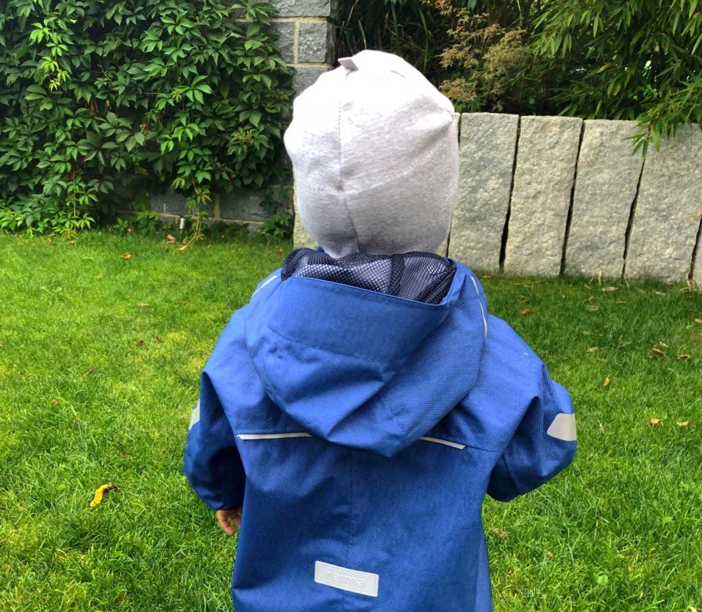 Foto 02.08.18 18 33 27 1024x893 - Die richtige Kinderbekleidung bei Regen & Matsch