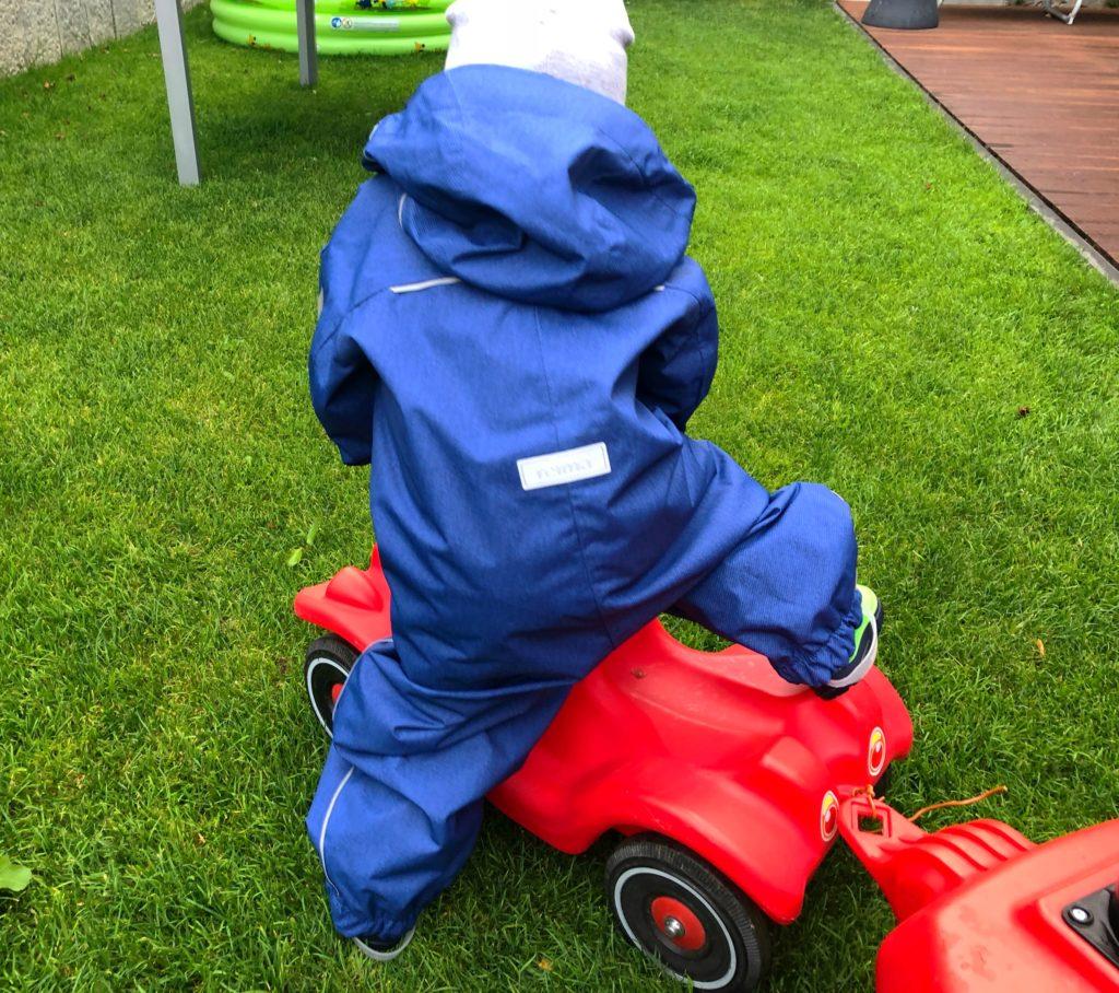 Foto 02.08.18 18 35 01 1024x908 - Die richtige Kinderbekleidung bei Regen & Matsch