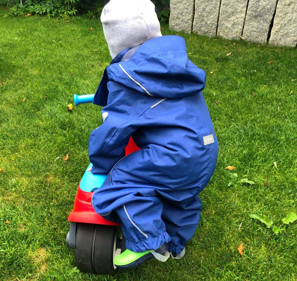 Foto 02.08.18 18 40 47 1024x969 - Die richtige Kinderbekleidung bei Regen & Matsch