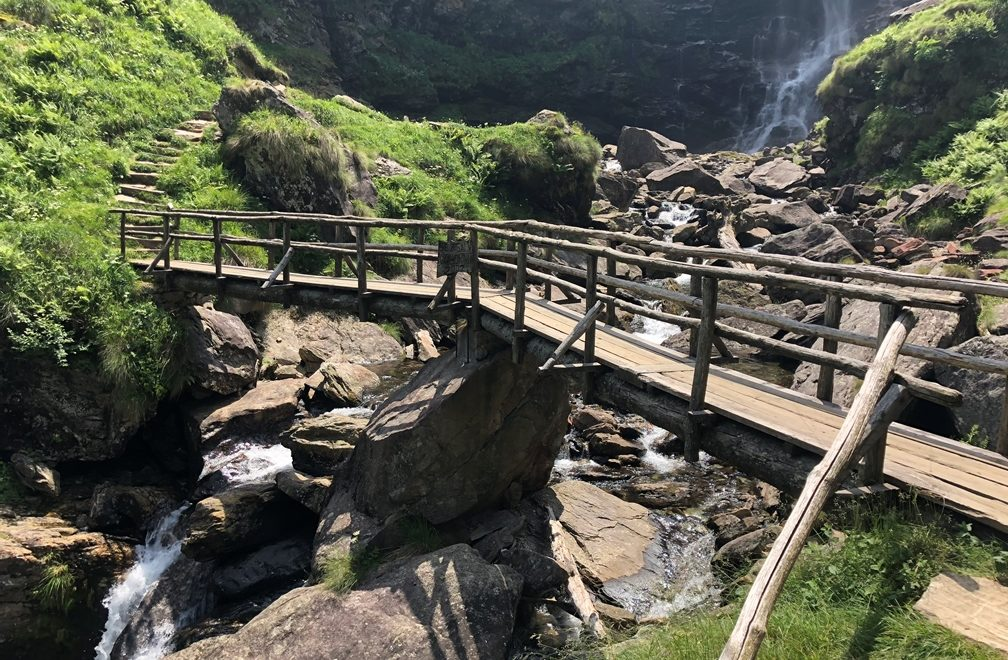 Ausflugstipp Verzasca Tal: Wasserfall Froda in Sonogno