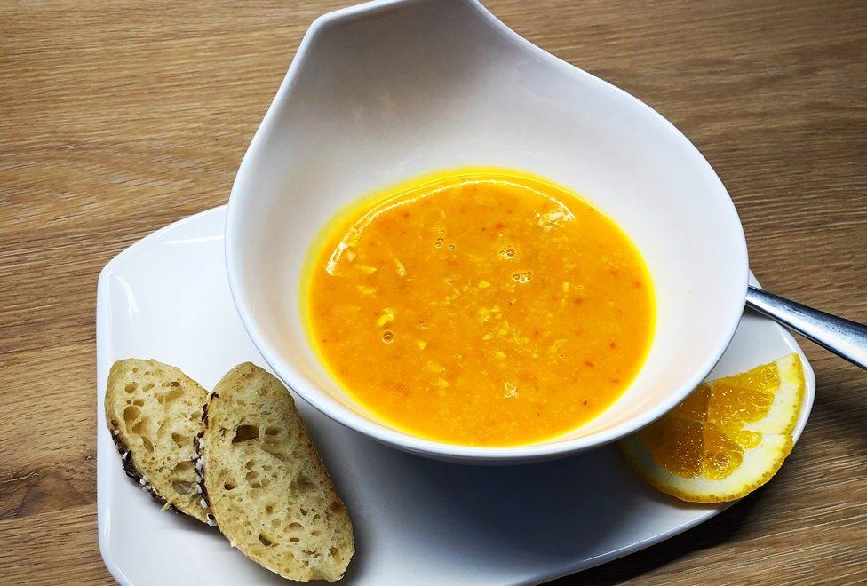 Foto 12.10.18 18 15 44 976x660 - Kürbis-Orangen-Suppe mit Ernüssen