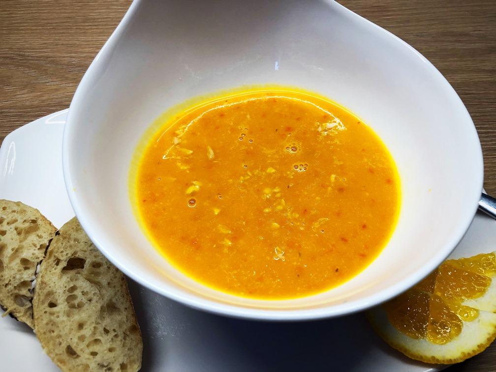 Foto 12.10.18 18 43 52 - Kürbis-Orangen-Suppe mit Ernüssen