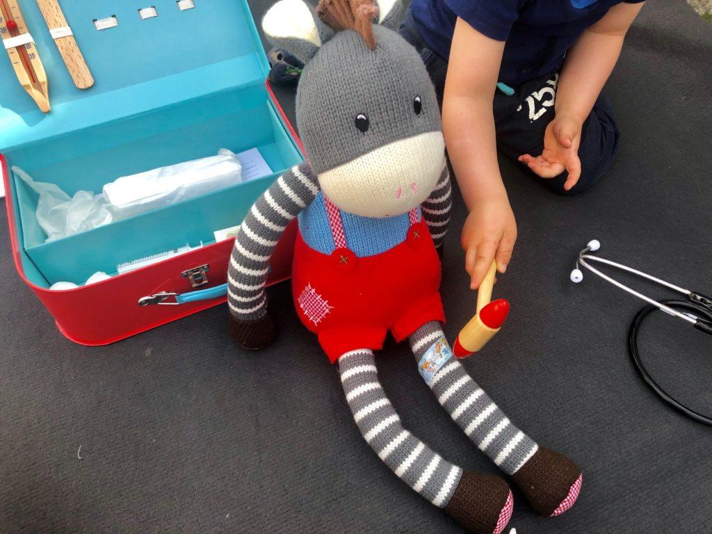 Foto 23.04.19 16 53 21 1024x768 - Sollen Kinder mit einem Arztkoffer spielen?