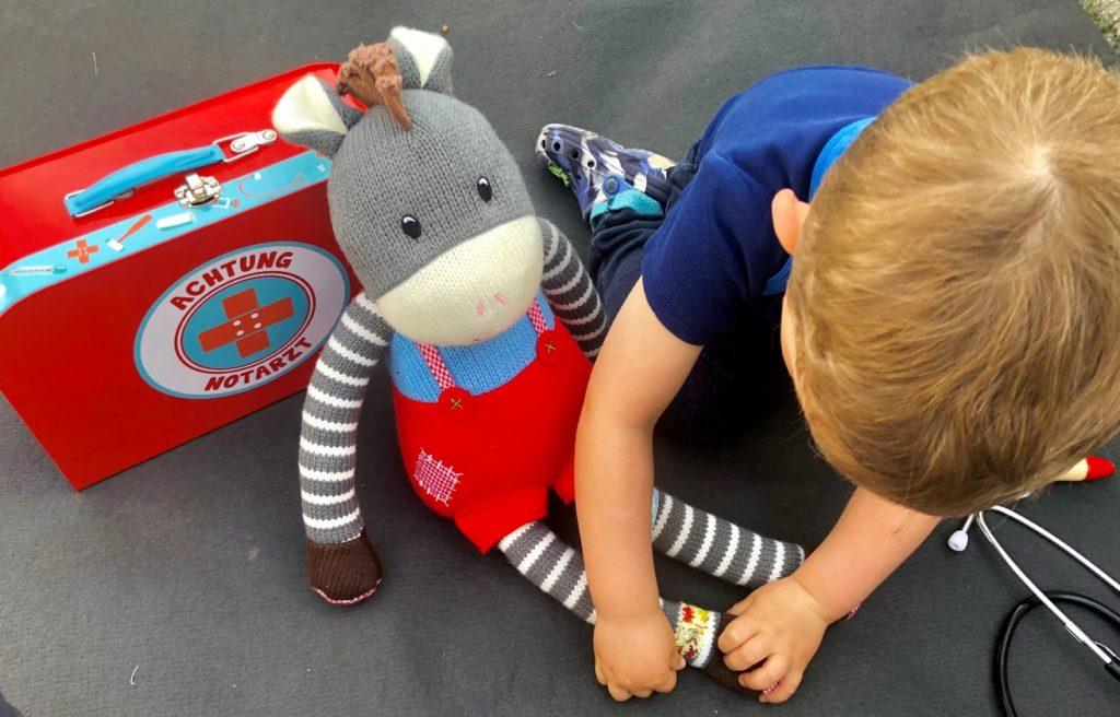 Foto 23.04.19 16 54 26 1024x656 - Sollen Kinder mit einem Arztkoffer spielen?