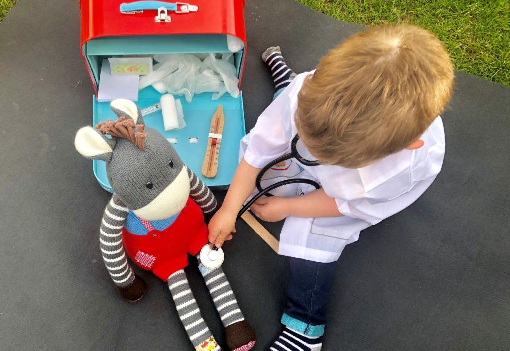 Foto 23.04.19 16 55 43 1024x705 - Sollen Kinder mit einem Arztkoffer spielen?