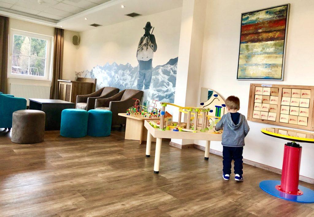 Foto 02.04.19 18 45 51 1024x710 - Einzigartiger Winterurlaub im Kinderhotel Hotel Maria in Obereggen, Südtirol