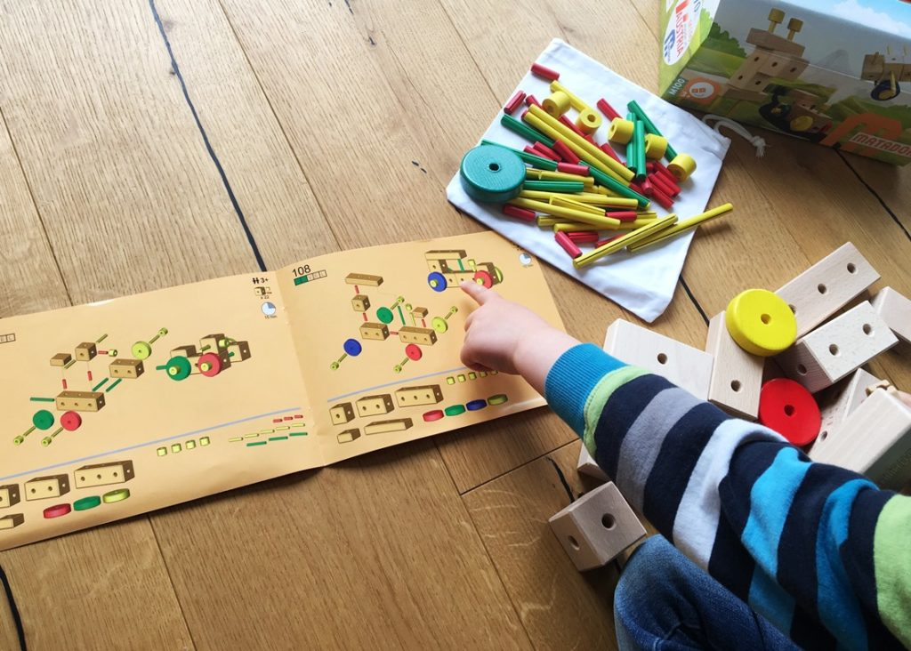 """Foto 10.05.19 14 23 17 1024x732 - Holz-Konstruktionsbaukästen für Kinder ab 1 Jahr - """"Build your world"""" mit Matador"""