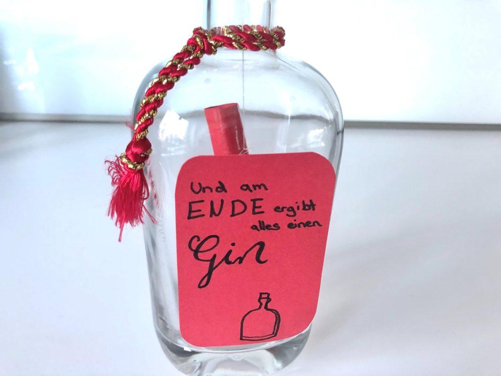Geldgeschenk Gin Flasche 4 1024x768 - Geldgeschenk in Gin-Flasche verpacken