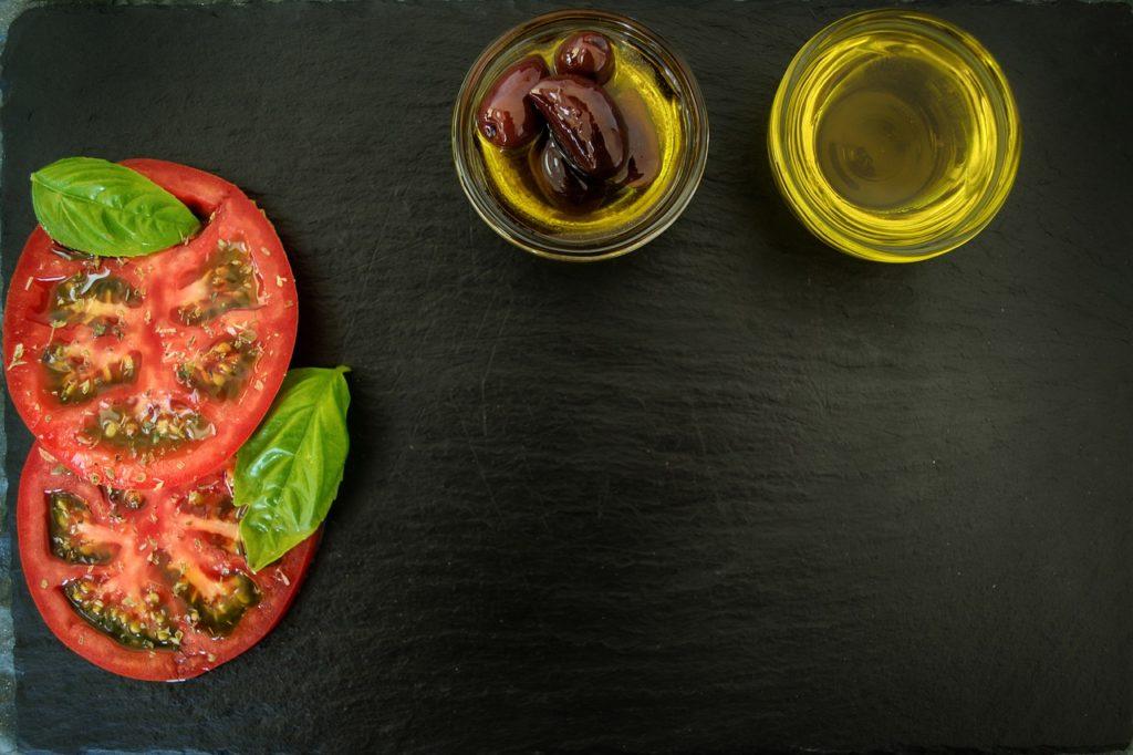 food 3550509 1280 1024x682 - Warum sind Oliven gesund? Europas Tafeloliven müsst ihr kennen!