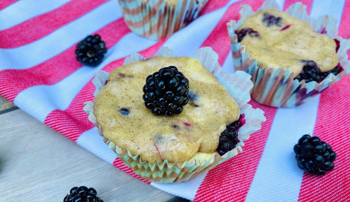 Brombeer-Muffins mit Schmandguss