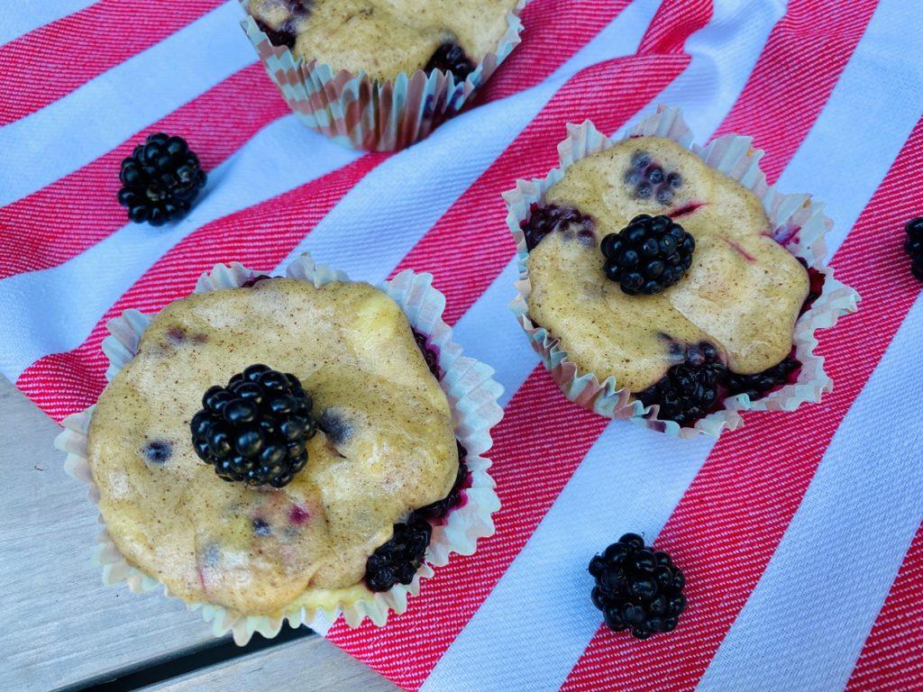 Brombeer Muffins mit Schmandguss 2 1024x768 - Brombeer-Muffins mit Schmandguss