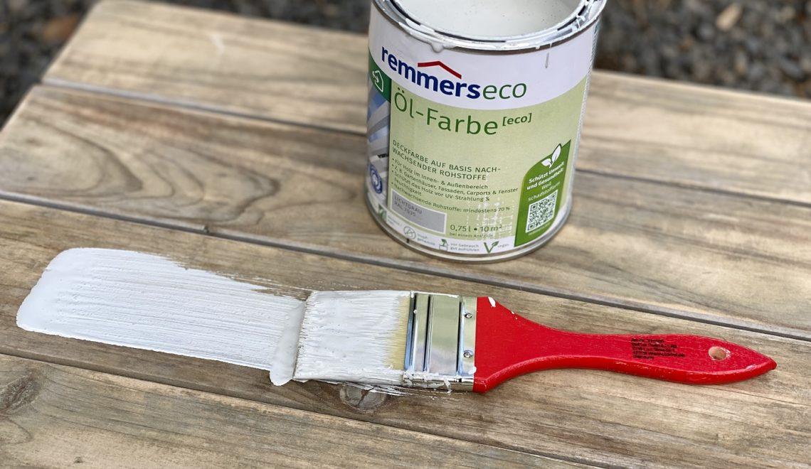 Aus Alt mach Neu! Streichen der Kindersitzgarnitur mit remmers Öl-Farbe eco