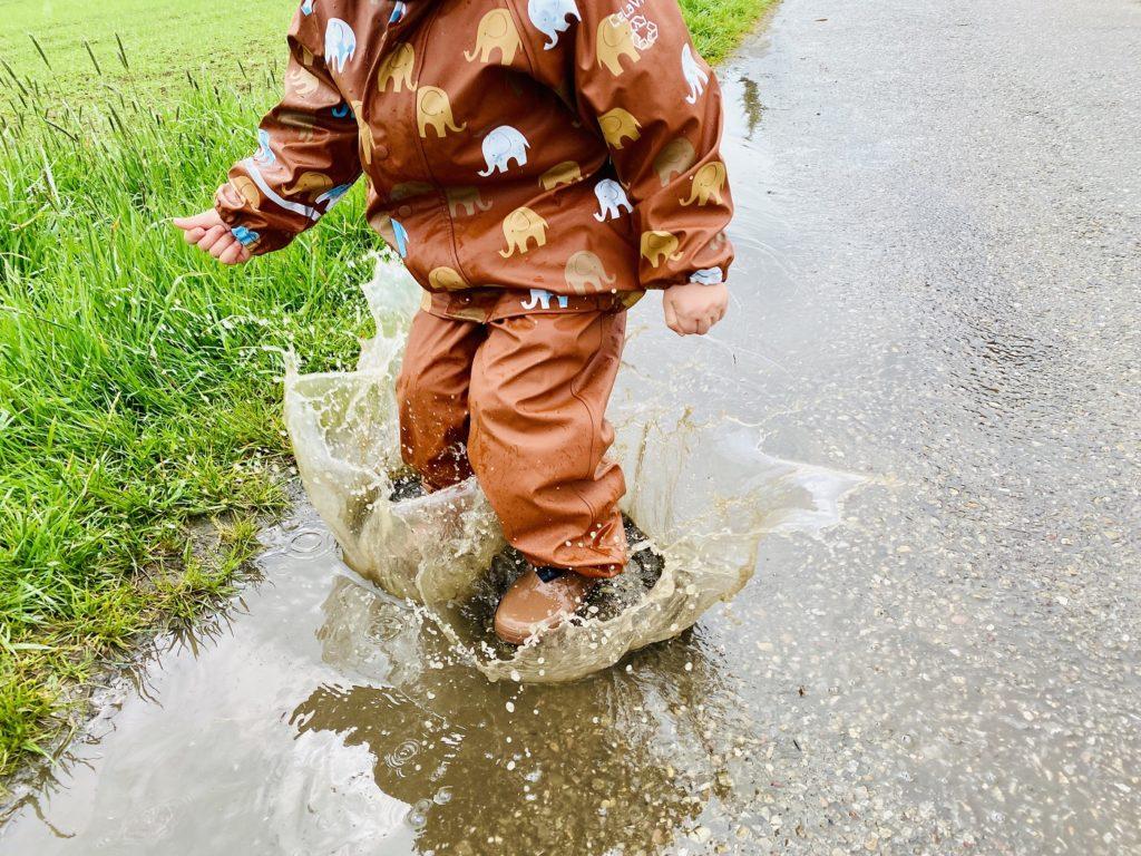 Celavi Regenkleidung 1 1024x768 - Regenkleidung Kinder - Darauf ist beim Einkauf zu achten!