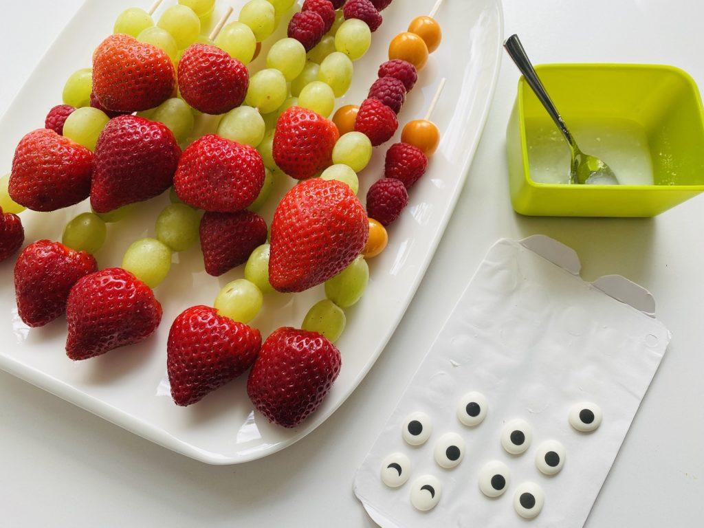 Obstspiesse Kindergeburtstag 2 1024x768 - Obstspieße für Kinder