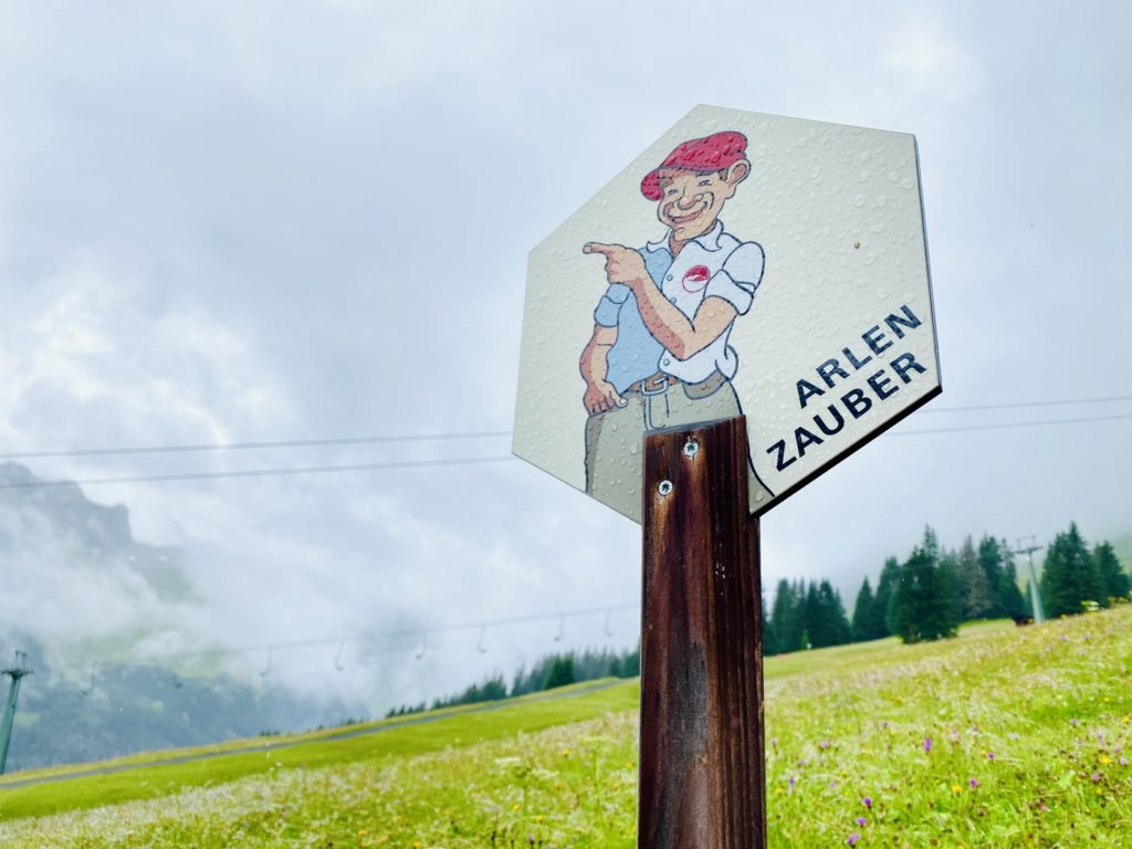 Arlenzauberweg Lech Zuers 10 1024x768 - Familienwanderung in Lech Zürs am Arlberg: Arlenzauberweg