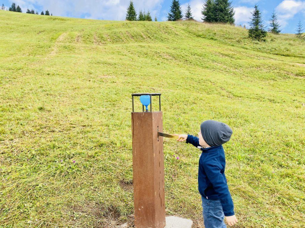 Der Gruene Raetsel Ring Lech Zuers 3 1024x768 - Familienwanderung in Lech Zürs am Arlberg: Der Grüne Rätsel-Ring