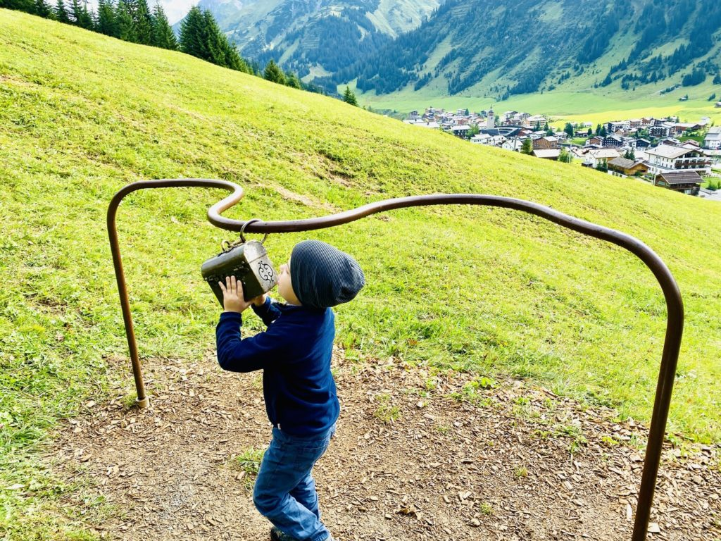 Der Gruene Raetsel Ring Lech Zuers 4 1024x768 - Familienwanderung in Lech Zürs am Arlberg: Der Grüne Rätsel-Ring