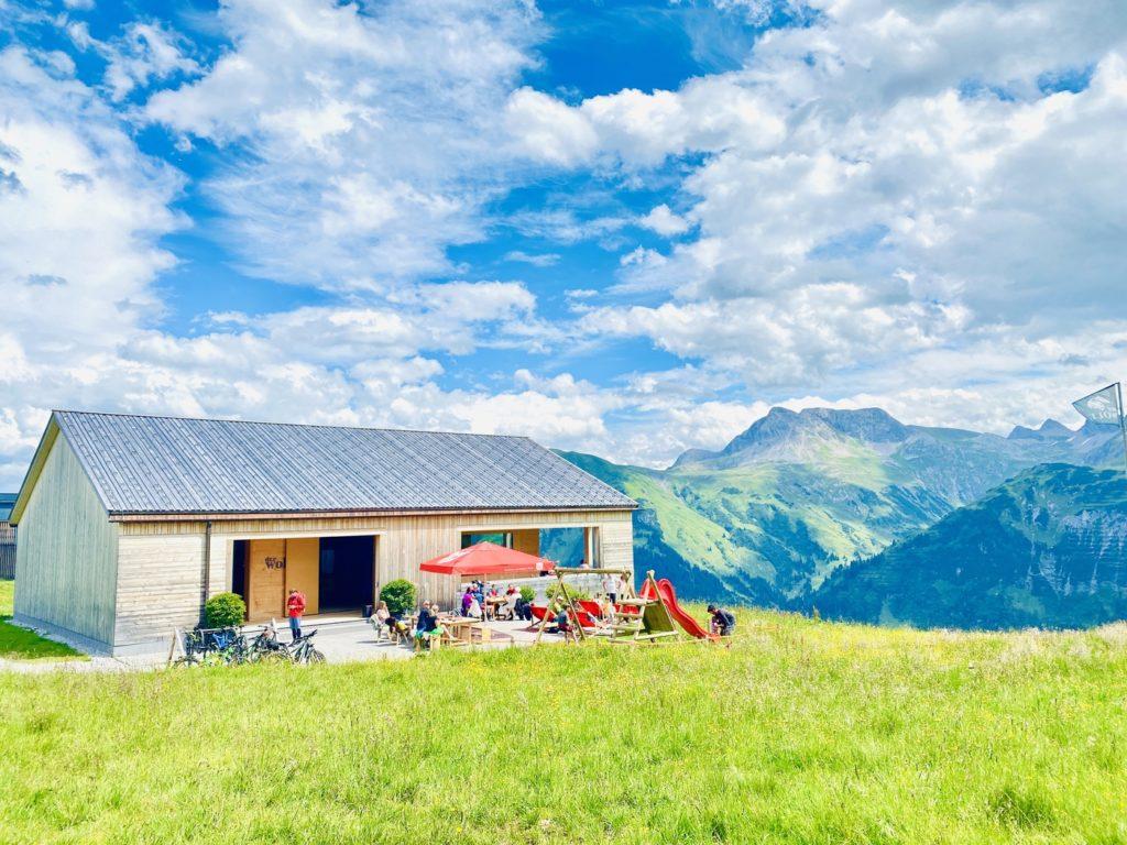 Huette Wolf LEch 1024x768 - Ausflugstipps Familien Lech Zürs am Arlberg