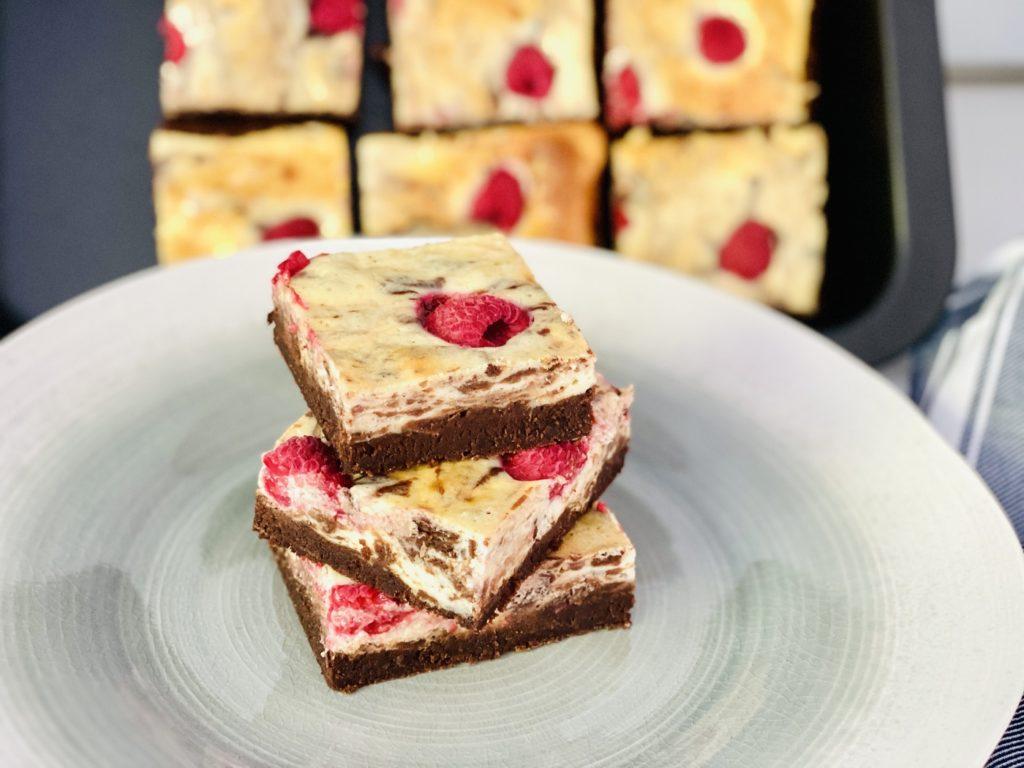 Cheesecake Brownies mit Himbeeren 2 1024x768 - Cheesecake-Brownies mit Himbeeren