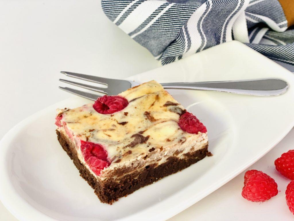 Cheesecake Brownies mit Himbeeren 6 1024x768 - Cheesecake-Brownies mit Himbeeren